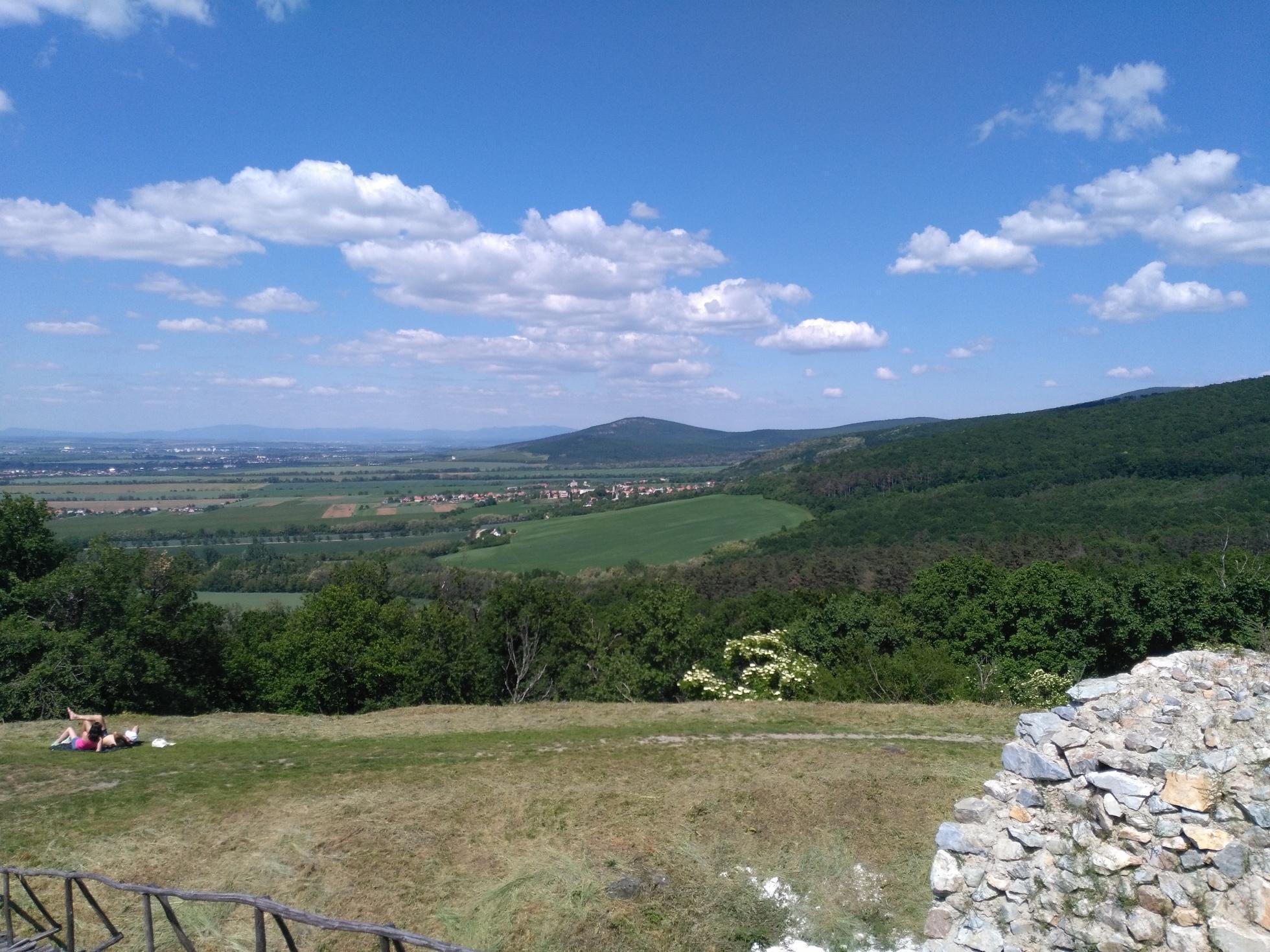 bc4986e90 Cyklotúra: Ponitrianskou cyklomagistrálou na Oponický hrad | CYKLO.HIKING.SK
