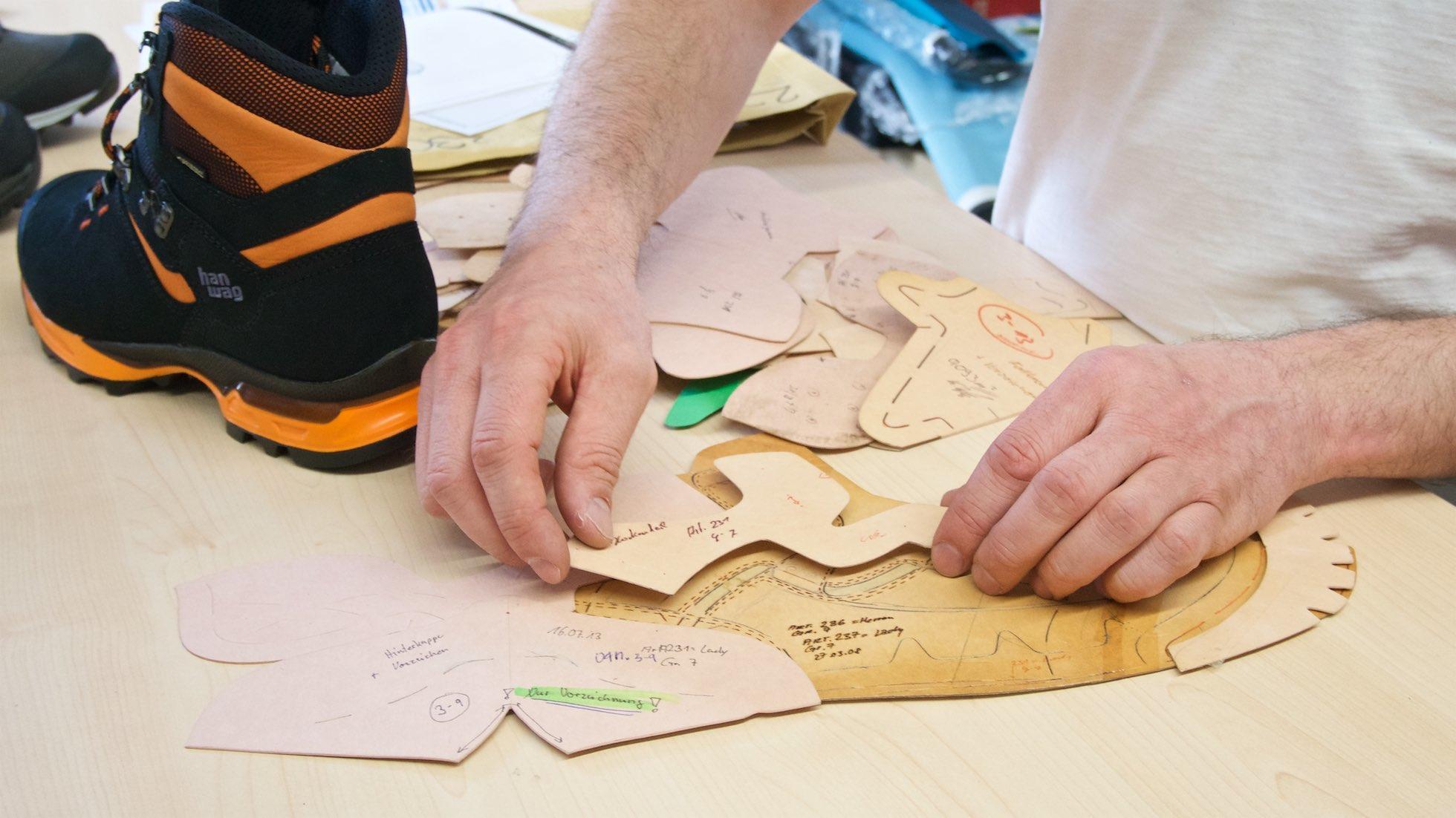 4750327013d9d Grafický návrh treba premeniť na jednotlivé komponenty zvršku, z ktorých je  topánka ušitá